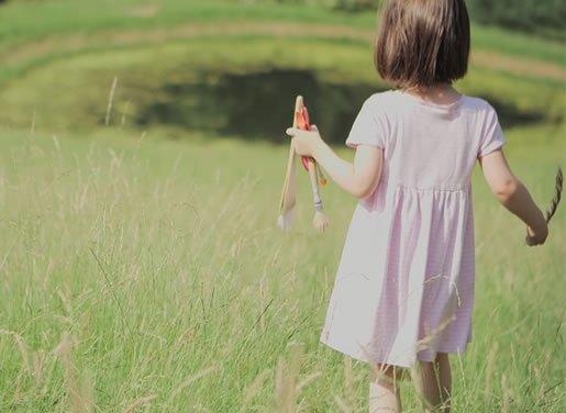autistična-devojčica-koja-slika-01