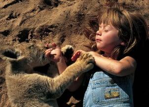 Fotografije devojčice koja je odrasla sa divljim životinjama