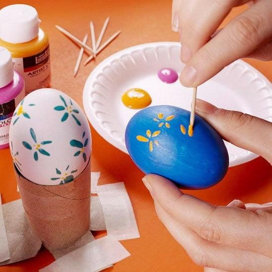 Ideje za ukrašavanje uskršnjih jaja (18) farbanje čačkalicom