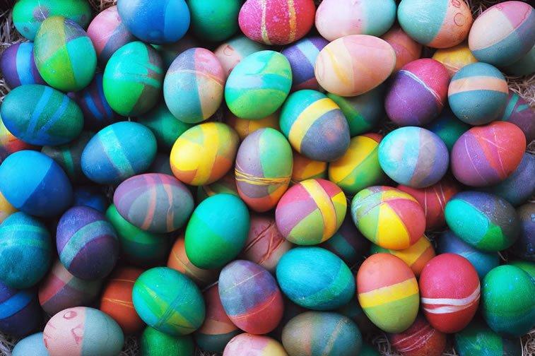 Ideje za ukrašavanje uskršnjih jaja (27) šaranje gumicama
