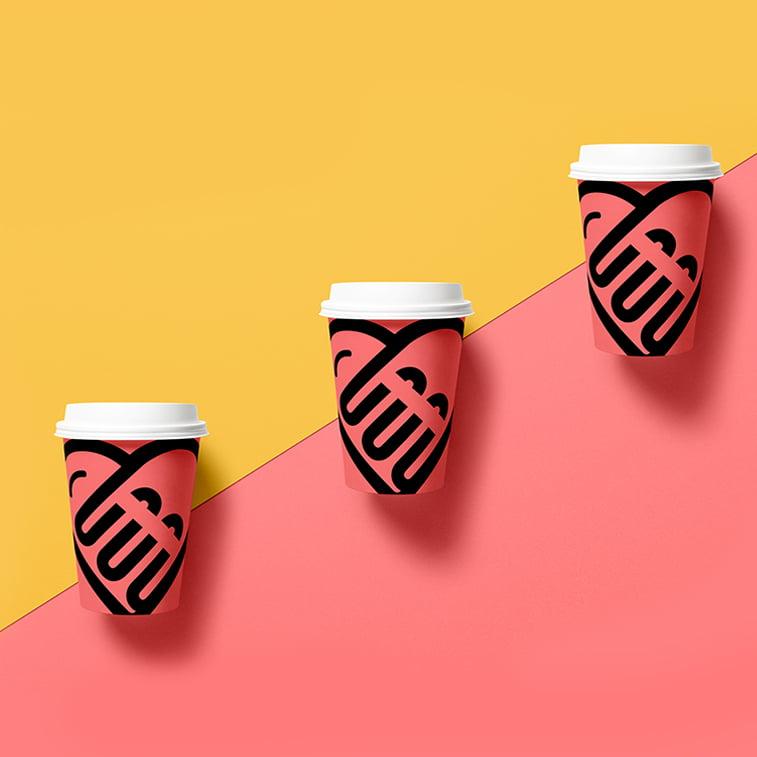 Dizajn papirnih čaša za kafu za poneti: 20 najboljih primera