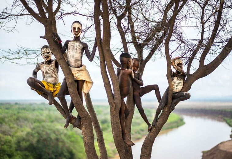 Deca obojenih lica, Etiopija