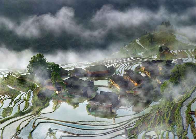 Selo na terasama u izmaglici, Kina
