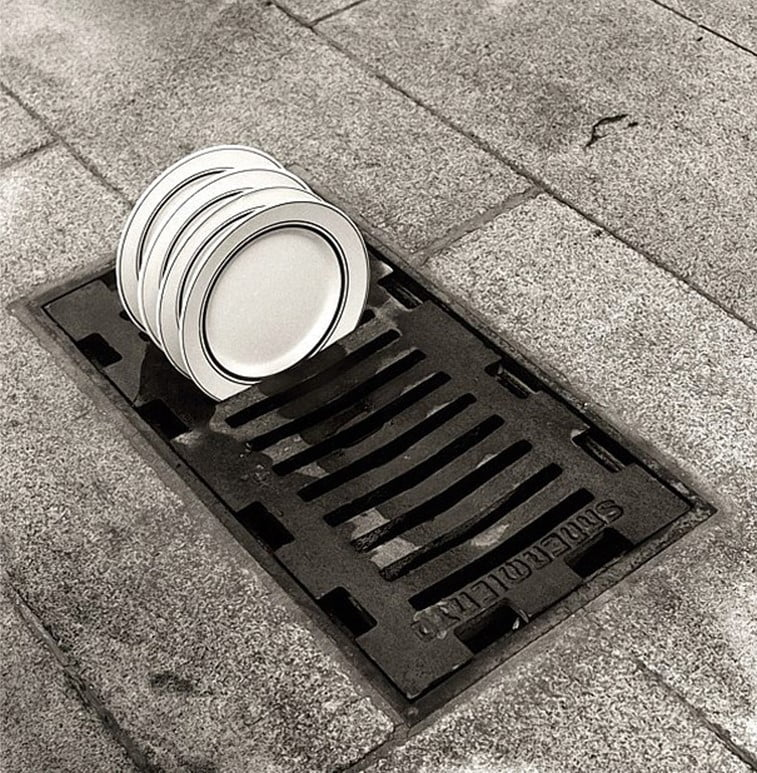 black 'n white mind bending optical illusions by Chema Madoz (13)