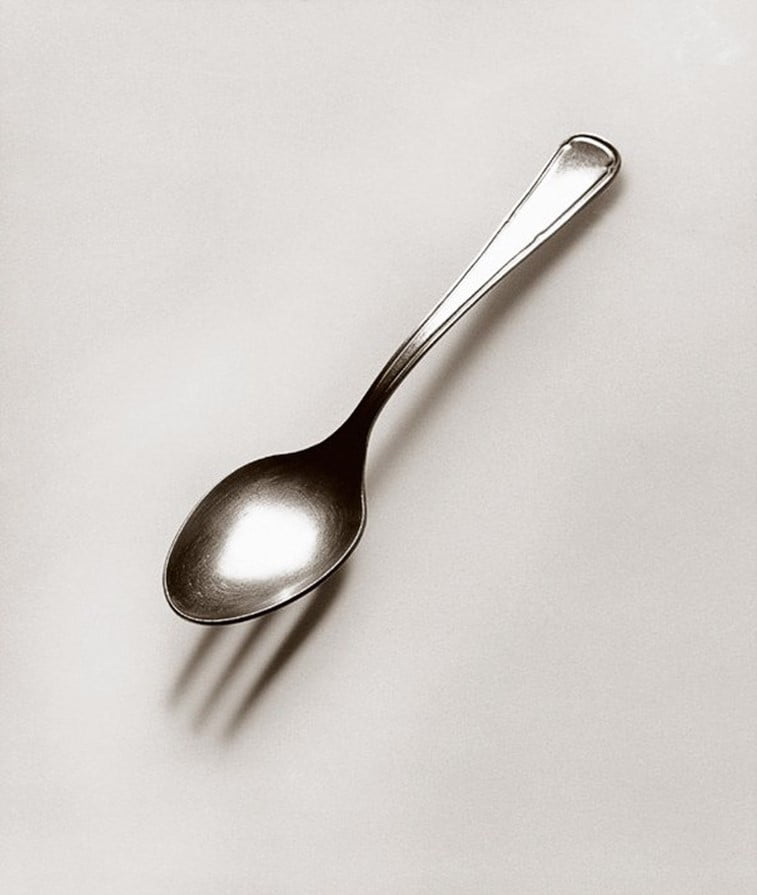 black 'n white mind bending optical illusions by Chema Madoz (6)
