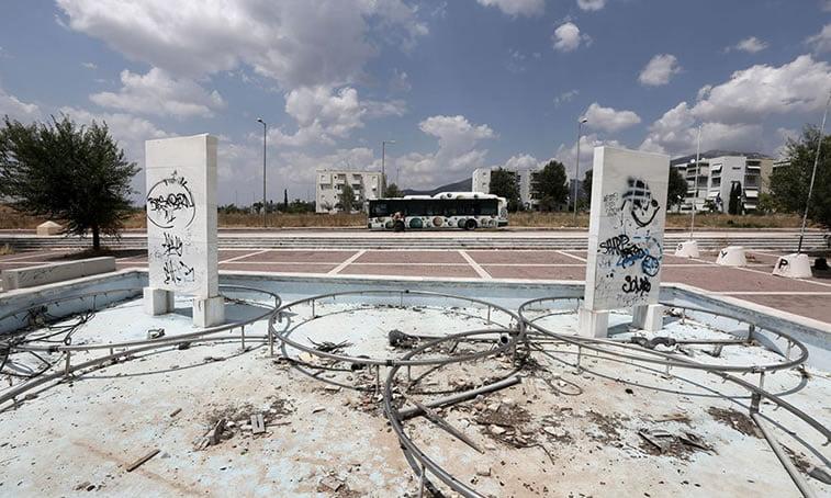 napušteno olimpijsko selo atina 2004 fontana u Selu