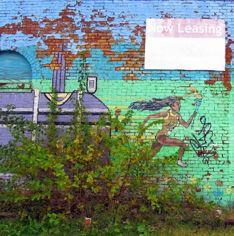 napušteno olimpijsko selo atlanta 1996 mural na zidu