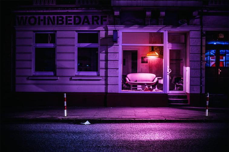 hamburg nocu fotografija izlog sofa