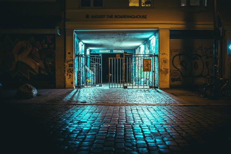 hamburg nocu fotografija kapija prolaz