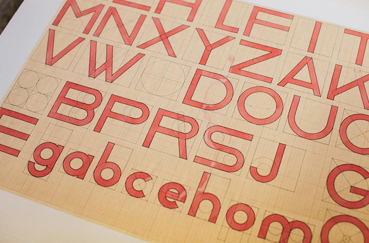 Bauhaus tipografija font slova abeceda