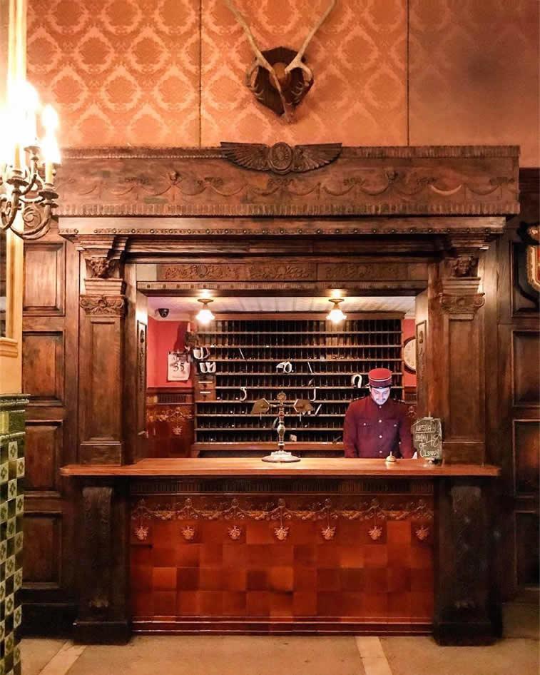 hotel in new york reception receptionist