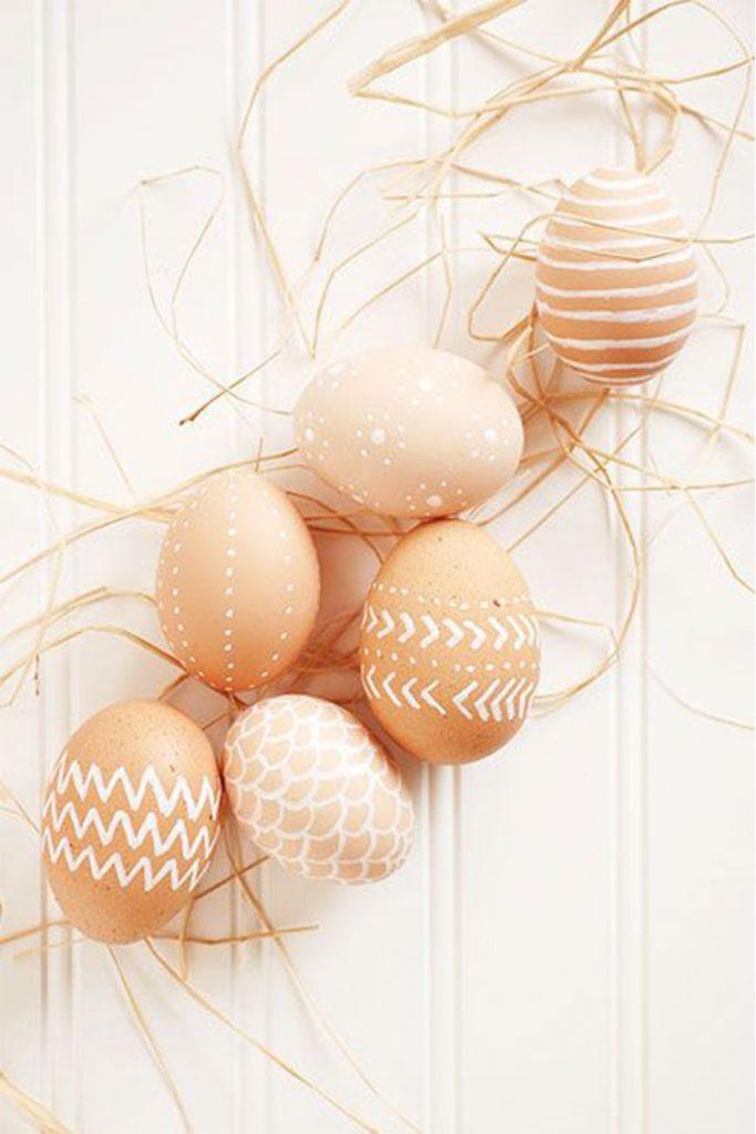 uskrsnja jaja ukrasavanje bele linije