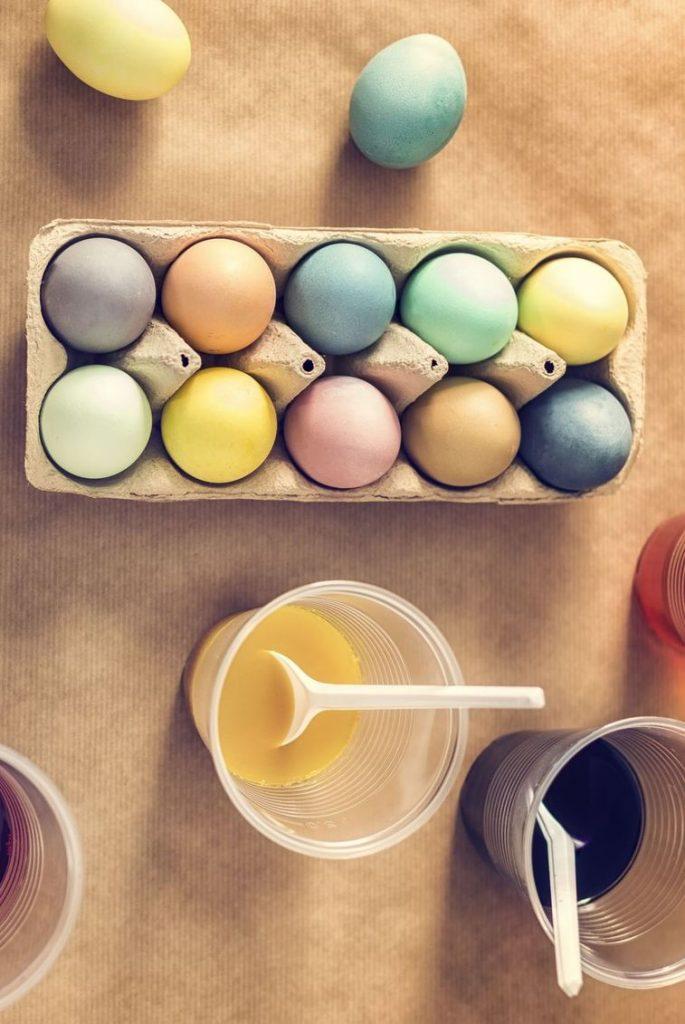 uskrsnja jaja ukrasavanje boje od hrane