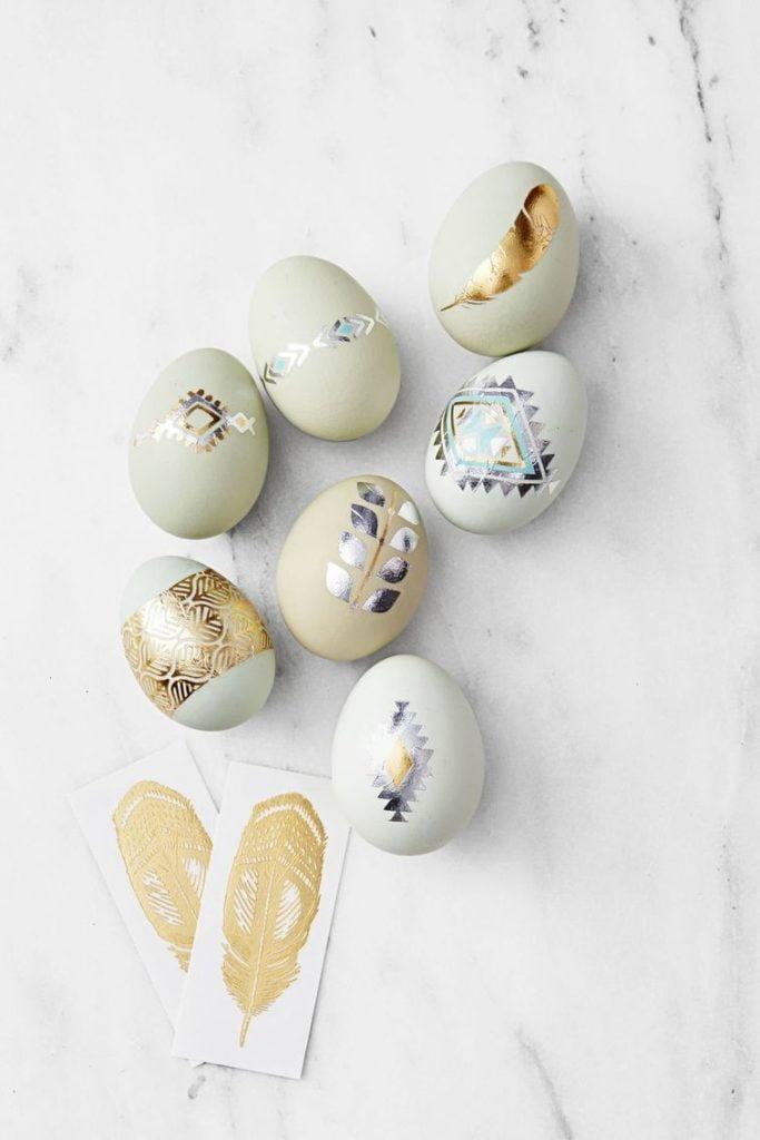 uskrsnja jaja ukrasavanje metalik tetovaze
