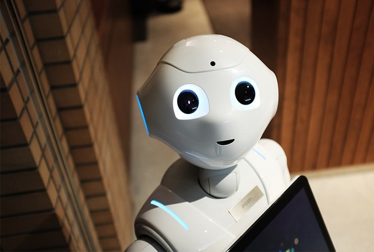white robot artificial intelligence